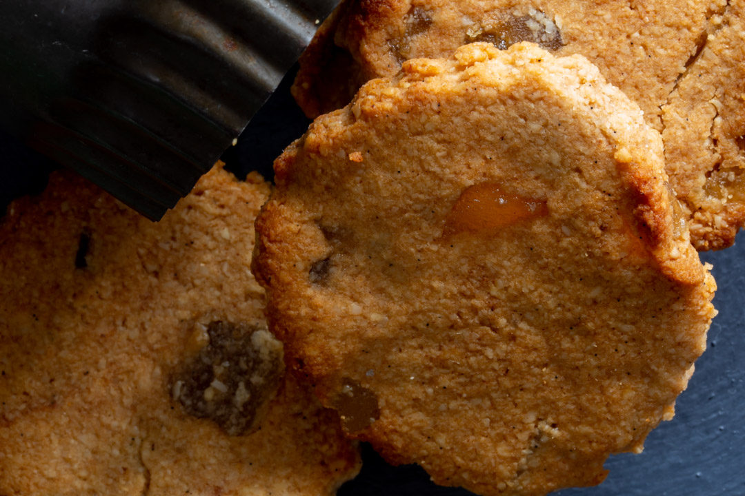 ginger cookies from above with cookie cutter
