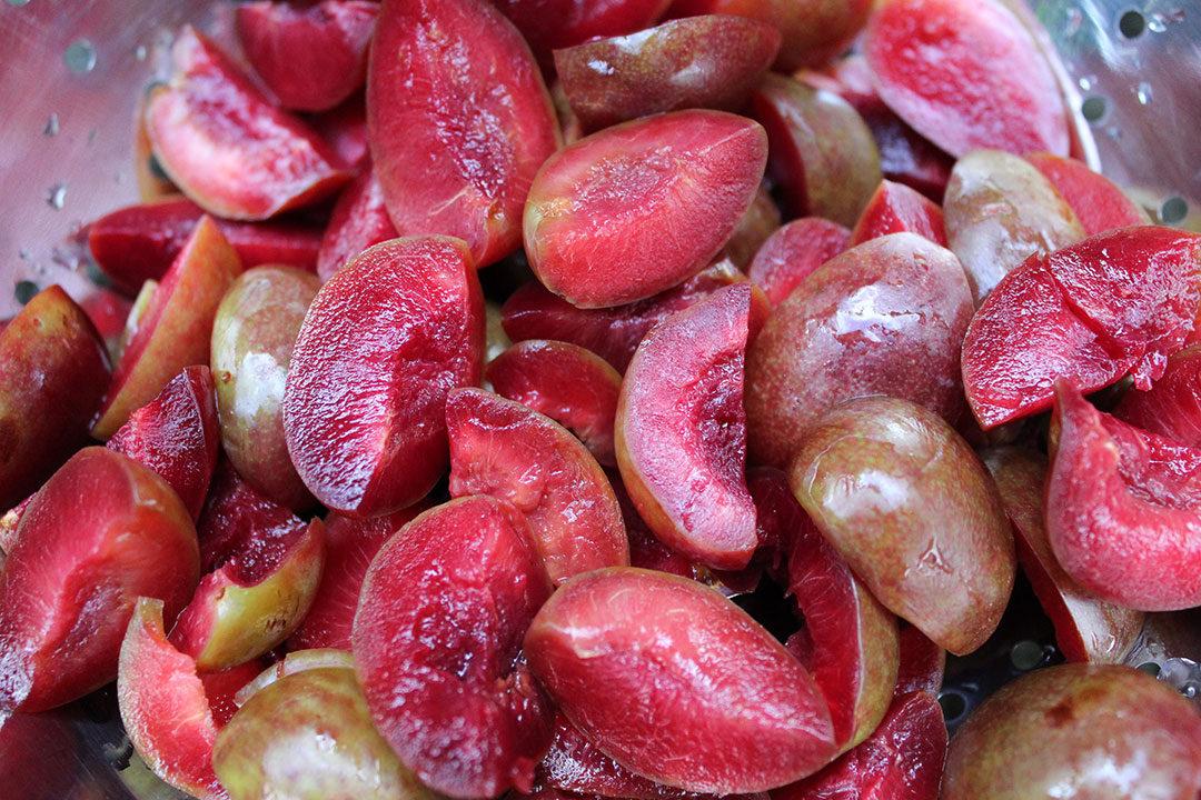 preparing plums