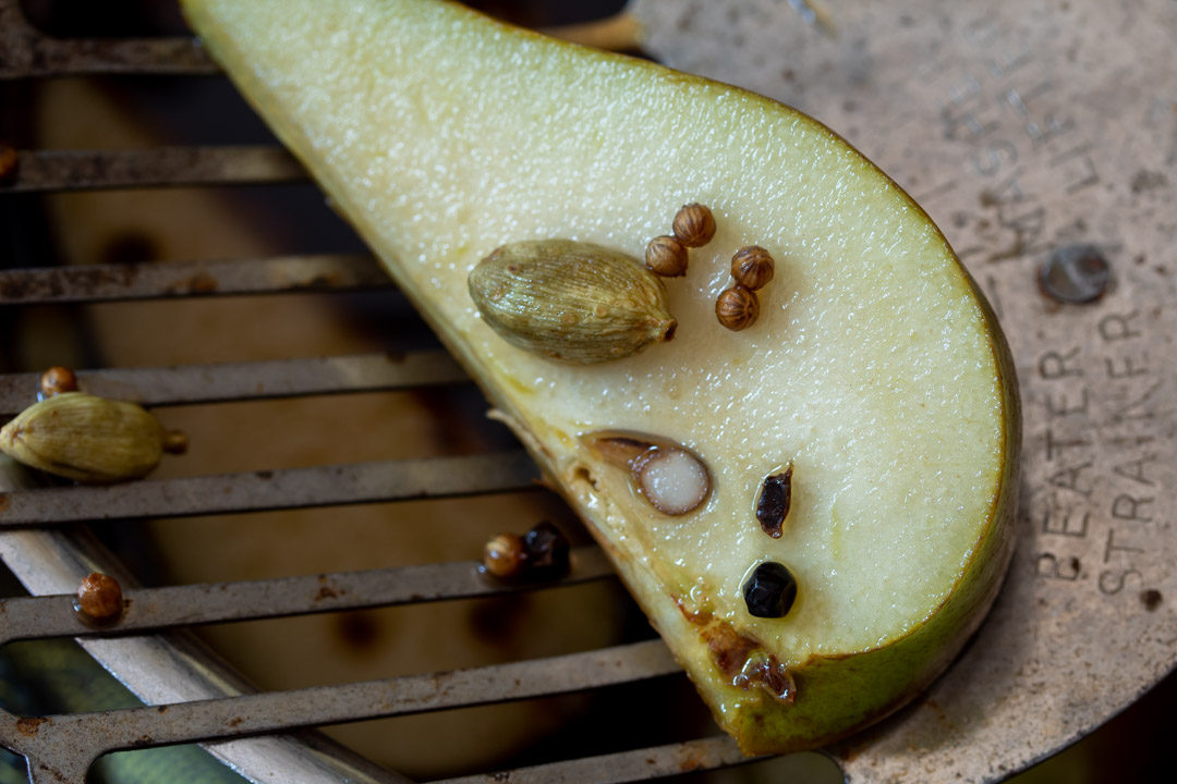 Pear pickles with cardamom & ginger : making pickles close up