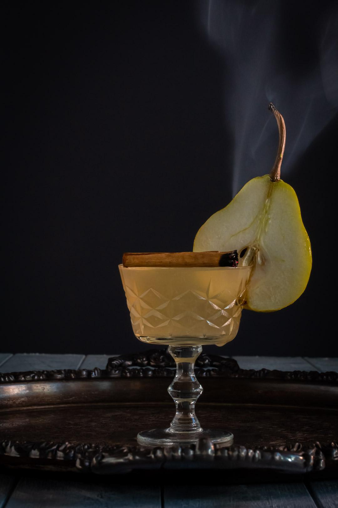 pear cinnamon sour with cinnamon smoke and pear slice